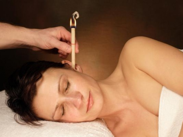 Процедура с ушными арома-свечами